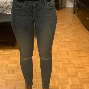 Mid rise blue ripped jean size 7